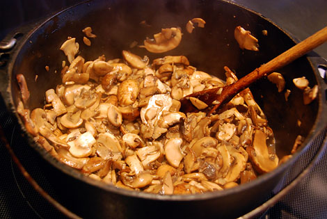 24sauteing_mushrooms